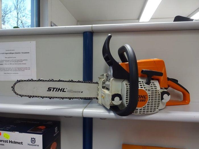 Gebrauchte                                          Motorsägen:                     STIHL  - 024 AV electronic Quickstop Handlich-starke Allround Profi Motorsäge mit Kultstatus in unverwüstlicher STIHL Qualität von früher +++ eine nagelneue Ersatzkette ist im Preis dabei ***** (gebraucht)