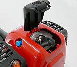 Zündkerzenabdeckung für optimale Kühlluftführung an Kerze und Zylinder. Zündkerze einfach und werkzeuglos zugänglich.