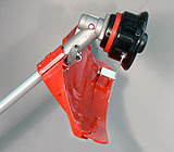 Arbeitsschutz für Messereinsatz und mit einfach einsetzbarer Steckleiste für Fadenkopfeinsatz