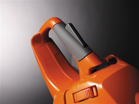 Sorgt für gesteigerten Komfort - weiche Einlage, ergonomischer Gashebel und asymmetrischer Griff.