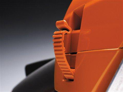 Der Schnellverschluß an der Zylinderabdeckung spart Ihnen Zeit bei Reinigungsarbeiten und beim Wechsel der Zündkerze.
