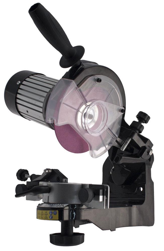 G R A T I S - O M A N N O M A N N : Das Intertek PRO Excellence Profi-Kettenschleifgerät hat ein extrasolides Aluminiumgehäuse,  das Stabilität, Präzision, Haltbarkeit und dauerhafte Funktionssicherheit gewährleistet.  Das Intertek PRO Excellence Kettenschleifgerät ist leicht einzustellen um muss lediglich an die Stromversorgung angeschlossen werden. Sein leistungsfähiger, leiser und vibrationsfreier Motor ermöglicht hervorragendes und genaues Schärfen aller Kettentypen und Teilungen.  Intertek PRO Excellence Profi-Kettenschärfgerät für präzises Schärfen aller Kettentypen. Elegantes, modernes Industrie-Design verbunden mit einer bis ins letzte Detail durchdachten Technik.  Technik-Ausstattung: • deutlich lesbare, dauerhafte Skalen • präzise einstellbarer, solider Anschlag • funktionssichere Kettenspannung - leicht bedienbar - genauso wie der sichere, leichte Kettentransport mit Positionierung • hochwertige Mechanik, Verarbeitung und Qualität für genaue Einstellung und exaktes Arbeiten • leichte Bedienung mit großem Handgriff • genaue Tiefenkontrolle über soliden und exakt einstellbaren Tiefenanschlag • schwenkbarer Schleifkopf mit gut lesbarer Skala • bedarfsgerecht, schnell, einfach und präzise einstellbar • PRO-Excellence Spitzenklasse • Durch den Schwenksupport können die richtigen Winkel für Standard- und Meißelzahnketten genau eingehalten werden. • Mit der hochwertigen, präzisen Spannvorrichtung ist sicheres, komfortables Arbeiten garantiert • die eingebaute Arbeitsleuchte sorgt für Durchblick, Kontrolle, Sicherheit und angenehme Arbeitsbedingungen