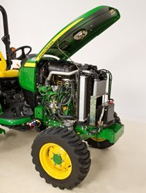 Der 3-Zylinder-Dieselmotor der Yanmar TNV Serie verfügt über eine hohe Drehmomentreserve, die auch bei hoher Belastung genügend Leistung bereitstellt.  Der Emissionsausstoß und die Geräuschentwicklung des Motors sind geringer. Der Motor erfüllt alle aktuellen Emissionsstandards nach Stufe IIIB.