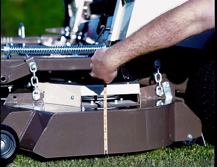 Großvolumiges DuraMax Mähdeck für effektive Mähleistung bei hoher Geschwindigkeit.