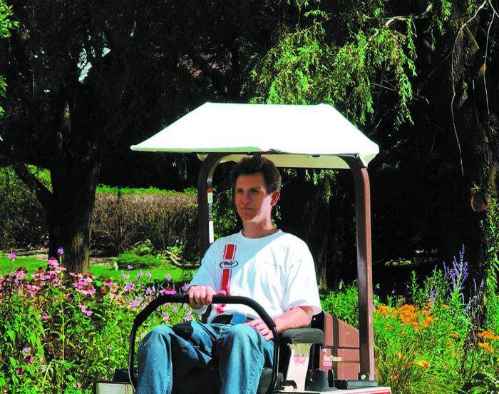 Für einen kühlen Kopf - der optional erhältliche Sonnenschutz für entspanntes Arbeiten bei direkter Sonneneinstrahlung