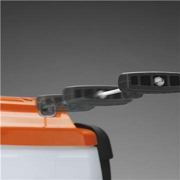 Hinterer Stoßschutz Der hintere Stoßschutz schützt den Motor vor Beschädigung.