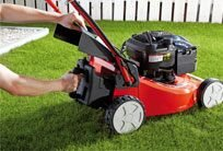 Dieser Rasenmäher lässt sich im Handumdrehen mit dem als Zubehör erhältlichenMulchkit zum Mulchmäher umrüsten.