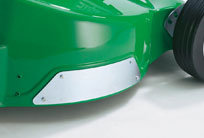 An den Seitenkanten wurde das Alu-Chassis zusätzlich verstärkt. So entsteht ein Scheuerschutz bei Fahrten an Bordsteinkanten, Treppenstufen oder anderen Begrenzungen.