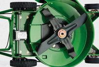 Dieser Rasenmäher lässt sich im Handumdrehen mit dem als Zubehör erhältlichen Mulchkit zum Mulchmäher umrüsten.