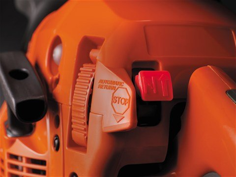 Automatischer Start-/Stoppschalter und Kraftstoffpumpe erleichtern das Starten der Säge.