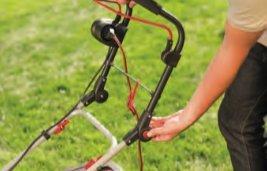 OPTIMALE HANDHABUNG  Der ergonomisch geformte Holm mit Softgriff ermöglicht ein ermüdungsfreies Arbeiten (bei Modell 40 E zusätzlich höhenverstellbar).