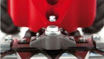 Robust bis ins Detail   Neben dem spezialgehärteten ESM-Messer mit stufenlos höhenverstellbaren Laufsohlen, zeichen sich die AL-KO Balkenmäher vor allem durch den gekapselten Mitnehmer aus. Dieser verschmutzt weniger und sorgt so für eine längere Laufzeit.
