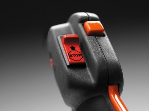 Automatischer Start-/Stoppschalter - Nach dem Ausschalten der Maschine springt der Start-/Stoppschalter automatisch wieder in die Startstellung zurück und erleichtert beim nächsten Gebrauch das Starten.