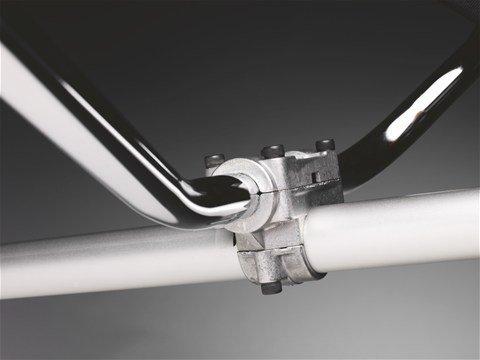 Robustes Griffsystem Der Griff ist mittels einer gegossenen Klammer am Schaft befestigt, so dass eine hohe Haltbarkeit gewährleistet ist.