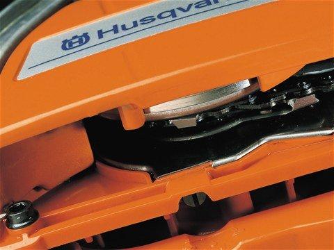 Einstellbare Ölpumpe Die einstellbare Ölpumpe erlaubt es Ihnen die Kettenschmierung Ihren spezifischen Anforderungen anzupassen.