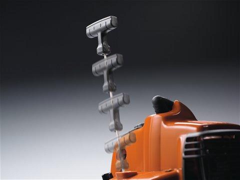Motor und Starter wurden so entwickelt, dass sich die Maschine mit minimalem Kraftaufwand starten lässt. Der Widerstand im Starterseil wurde um bis zu 40% reduziert.