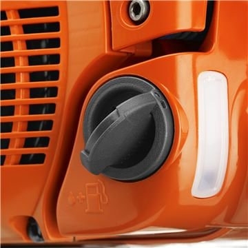 Der klappbare Tankdeckel lässt sich beim Tanken einfach öffnen und schließen.