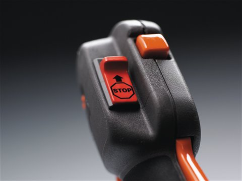 Nach dem Ausschalten der Maschine springt der Start-/Stoppschalter automatisch wieder in die Startstellung zurück und erleichtert beim nächsten Gebrauch das Starten.