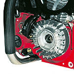 Elektronische, wartungsfreie und staubgeschützte Zündung Gebläse-Lüfterrad für optimale Motortemperatur. Modernste Werkstoffe in Verbindung mit innovativem Konstruktionsaufbau.