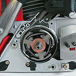 Die SOLO Schnellstop Kettenbremse wird beim starkem Rückschlag über den vorderen Handschutz automatisch ausgelöst. Innenliegende, hochwertige 3-Backen-Kupplungen sorgen für optimalen Kraftschluss.