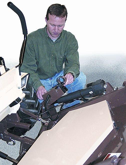 Serienmäßig die hydraulische Mähwerksaushebung FoldUp beim DuraMax  Mähdeck.
