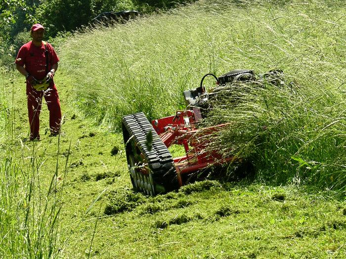 Geländemäher:                     agria - 9600 Ferngesteuerter Hochgras-Sichelmulcher