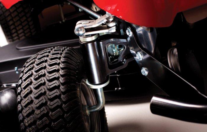 Gusseiserne Vorderachse -  Die bei 2-WD -Modellen neu entwickelte Vorderachse aus Gusseisen sorgt für Stabilität und lange Haltbarkeit.