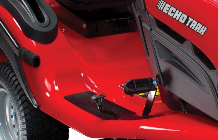 robustes Design -  das komplette Heck, sowie die Trittbretter sind aus hochwertigem Metall gefertigt, dies macht den ECHOTRAK besonders robust.
