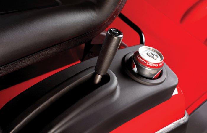 Parkbremse -  Als wichtiges Sicherheitsmerkmal besitzen alle ECHOTRAK's eine Parkbremse. Diese verhindert das sofortige Losfahren beim Starten.