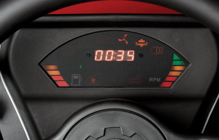 Bediener Informations System BIS -  Das BIS informiert Sie über die Drehzahl, Betriebsstunden und über den kritischen Füllstand des Kraftstofftanks. Alle 4WD Modelle besitzen zusätzlich einen Neigungswarner.