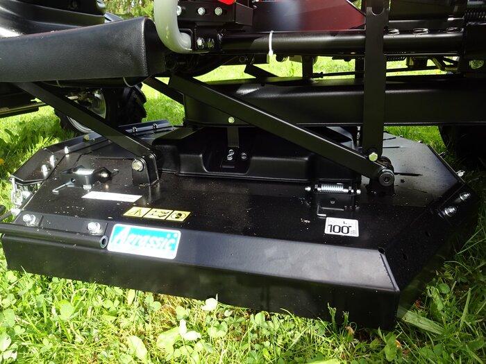 Schneeräumschild mit Schnellkupplungs-Anbaurahmen - Aushebung und seitlich Schwenken bequem vom Fahrersitz