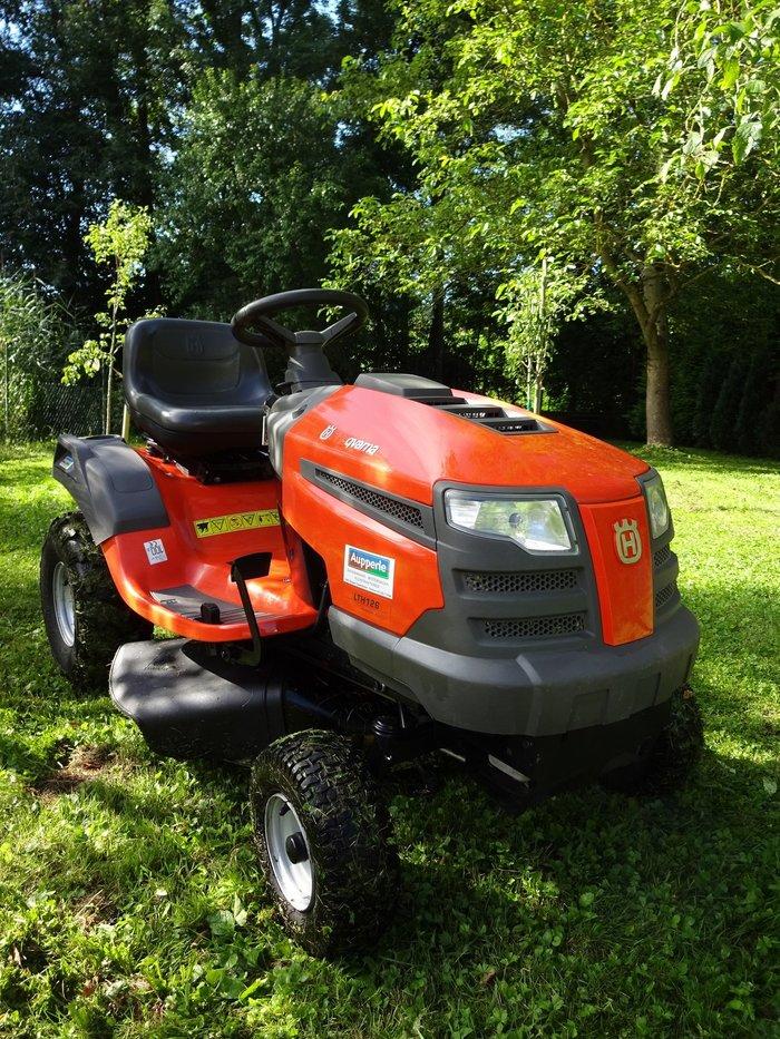 """Gebrauchte                                          Aufsitzmäher:                     Husqvarna - """"AGRASSIC"""" Hochgras-Seitenauswurf-Traktor Husqvarna LTH 126 (gebraucht)"""