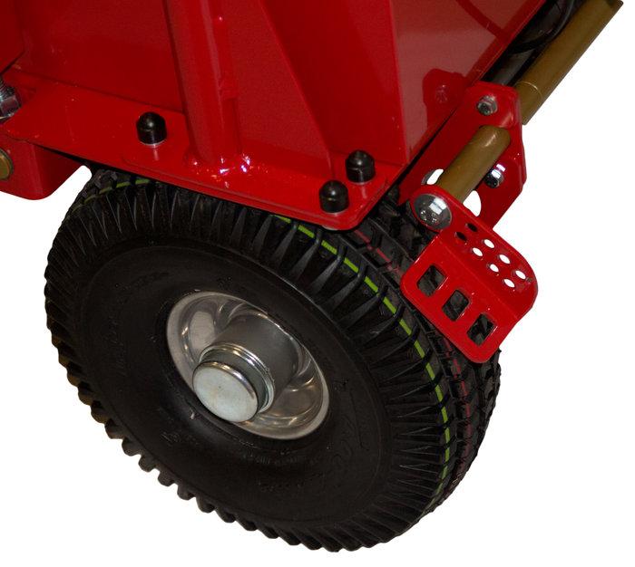 Hinterradbremse -  Fixiert den AKKUVAC an Abhängen und verhindert somit das Wegrollen. So kann das Gerät auch an abschüssigen Stellen einfach kurz abgestellt werden.