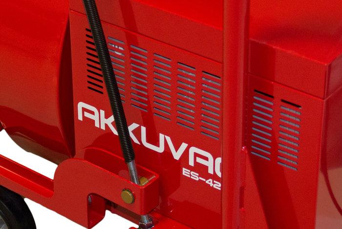 """Akku-Pack -  Kennt keinen """"Memory""""-Effekt und reicht bis zu 6.000 Ladezyklen – ein echter Profi. Nach zehn Stunden ist der Akku vollständig geladen: Akkupower für drei Stunden Dauerbelastung bei maximaler Leistung."""
