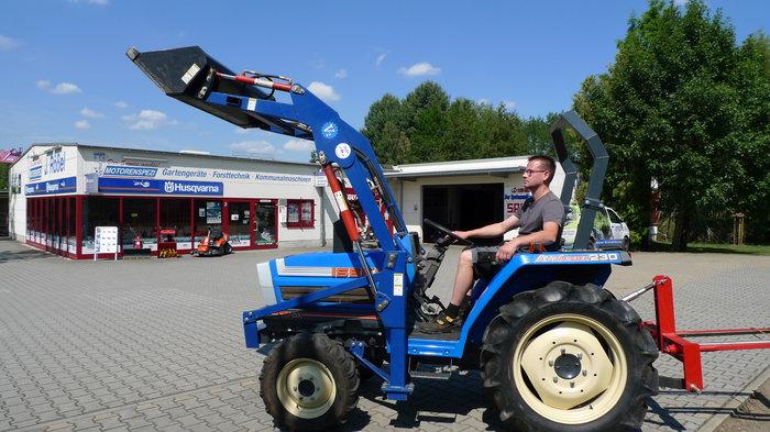Gebrauchte                                          Kompakttraktoren:                     Iseki - ALLRADTRAKTOR TA 230 mit  Hublader (gebraucht)