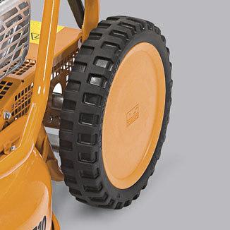 Große Profil-Antriebsräder hinten bieten eine bessere Traktion.