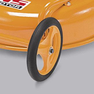 Die leichten, stabilen Shock-Absorber Vorderräder drücken möglichst wenig Gras nach unten, so dass alles gemäht werden kann.