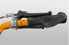 Hinterradbremse  Park- und Sicherheitsbremse für sicheres arbeiten in allen Lagen.