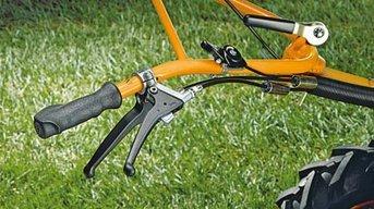 Hinterradbremse (Zubehör)  Der Hinterradantrieb sorgt für optimalen Vortrieb am Hang und auf der Ebene.