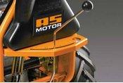 Schaltgetriebe  5-Gang-Schaltgetriebe mit Differenzialsperre und Rückwärtsgang für einen optimalen Vortieb auch auf feuchtem Untergrund.