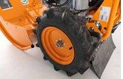 Antrieb  Die großen Antriebsräder mit grobem Ackerstollenprofil sorgen für optimalen Vortrieb auch unter schwierigen Bedingungen.
