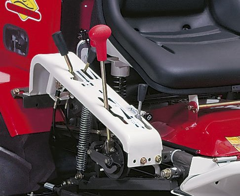 Stufenloses Hydrostat-Getriebe mit Differenzialsperre.