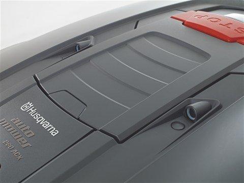 Ultraschallsensoren Die eingebauten Ultraschall-Stoßsensoren des Automower® helfen starke Kollisionen mit Hindernissen zu vermeiden.