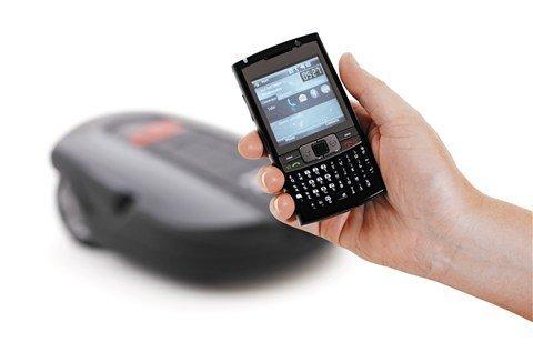 SMS Nachricht Sollte ein unvorhergesehenes Ereignis den Automower® zu einer Unterbrechung der Arbeit zwingen sendet er eine Textnachricht an eine hinterlegte Mobilfunknummer.