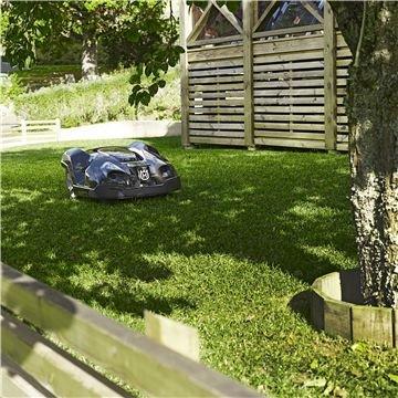 Automatische Durchgangserkennung  Husqvarna Automower® erkennt automatisch enge Passagen und finden seinen Weg auf durch die schmalsten Gassen. Er wird auf seinem Weg durch die Passage die Fahrspur variieren, um unerwünschte Spuren im Rasen zu vermeiden.