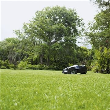 Optimales Mähergebnis  Dank des freien Bewegungsmusters wird der Rasen optimal geschnitten und erhält hierdurch eine wunderschöne und teppichähnliche Struktur. Die messerscharfen Klingen schneiden das Gras von allen Richtungen, wobei das Schnittgut als natürlicher Dünger auf dem Rasen verbleibt und somit ein gutes Wachstum fördert.