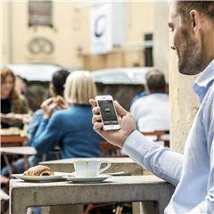 Automower® Connect Automower® Connect gibt Ihnen die volle Kontrolle über den Mähroboter direkt über Ihr Smartphone.