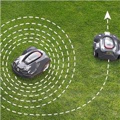 Spiralförmiges Mähen Spezial-Modus, um schnell bestimmte Flächen mit längerem Gras zu mähen. Besonders nützlich für Bereiche unter Gartenmöbeln, sobald diese entfernt werden. Setzen Sie den Rasenmäher in den gewünschten Bereich und wählen Sie den Spiral Modus. Der Mäher wird diesen Bereich spiralförmig mähen, um danach in den Automatikbetrieb zurückzukehren.