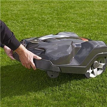 Leise  Dank des innovativen Mähsystems arbeitet der Automower® sehr diskret und leise - wann immer Sie es wünschen. (Bitte beachten Sie die gesetzlichen Bestimmungen hinsichtlich möglichen Einsatzzeiten.)