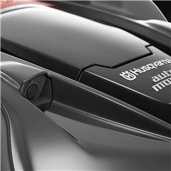 Eingebaute Objekterkennung Eingebaute Sensoren mit Ultraschalltechnologie helfen dem Mähroboter, Objekte zu erkennen, die Geschwindigkeit zu verringern und harte Kollisionen zu vermeiden.